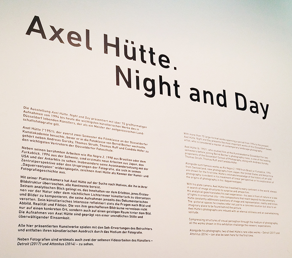 Ausstellungsschild Axel Hüte - Night and Day
